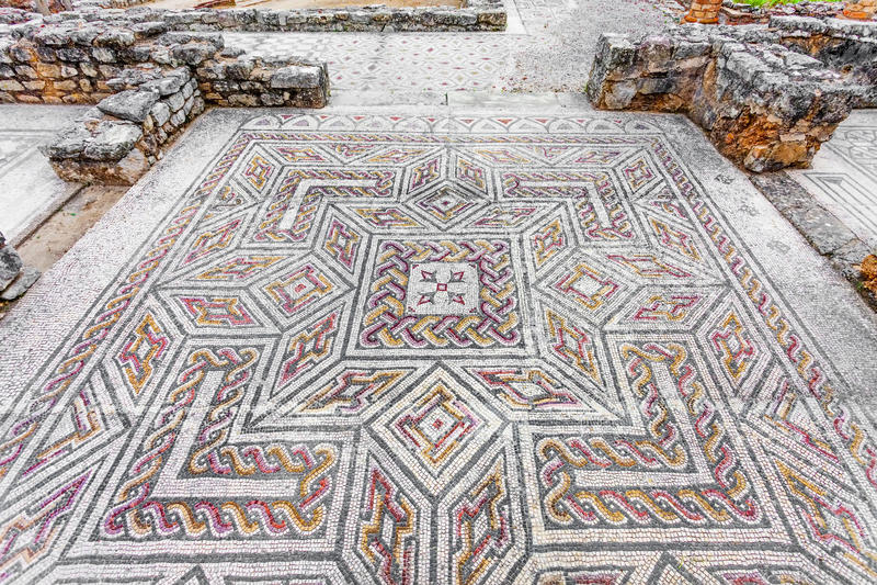 Римские руины Conimbriga Сложная и разработанная римская мостоваая мозаики tessera в доме свастики стоковые фото