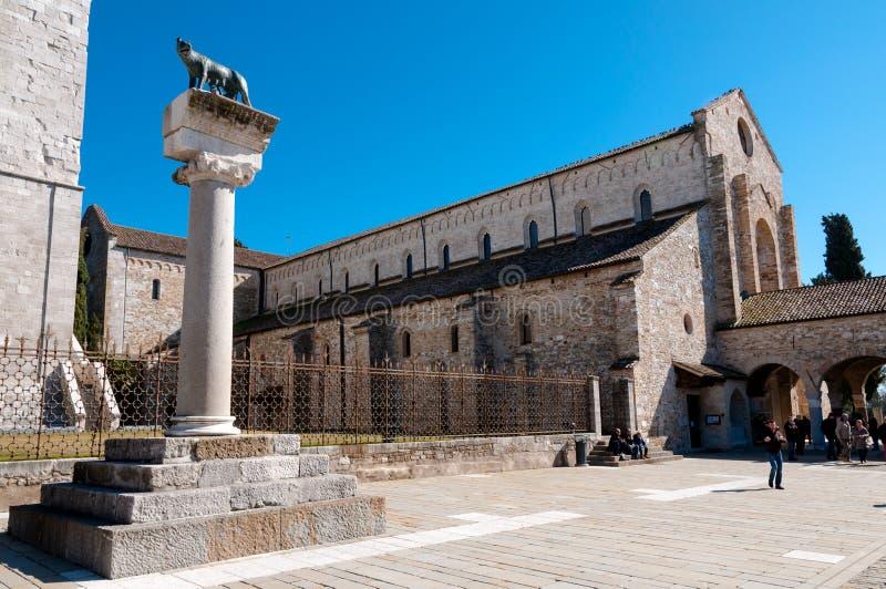 Римские статуя wof и Базилика di Aquileia стоковое фото rf