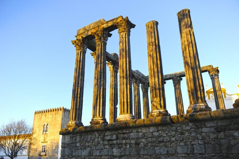 Римский висок Дианы на заходе солнца, Evora, Португалии стоковое изображение rf