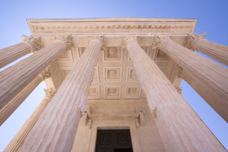 Римский висок Maison Carree в Nimes, Франции стоковая фотография rf