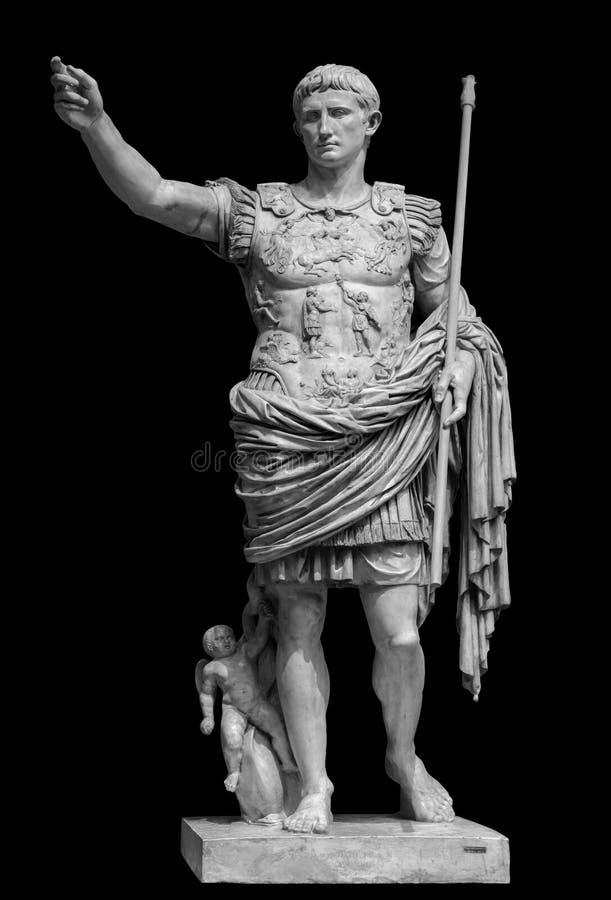 Римский император Augustus от статуи Prima Порту изолированной над черной предпосылкой стоковое изображение rf