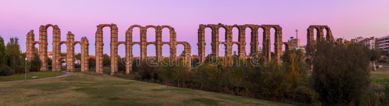Римский мост-водовод Мериды, Испании стоковые фотографии rf