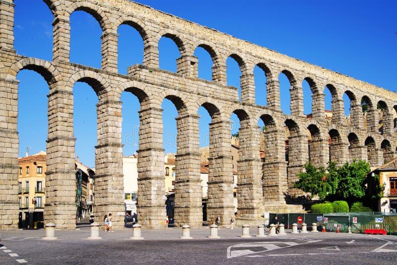 Римский мост-водовод Сеговии - самый важный архитектурноакустический ориентир ориентир Сеговии стоковая фотография rf