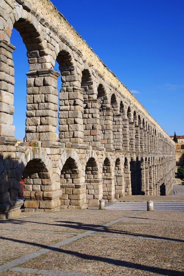 Римский мост-водовод Сеговии - самый важный архитектурноакустический ориентир ориентир Сеговии стоковое фото