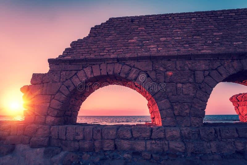 Римский мост-водовод в древнем городе Caesarea стоковая фотография
