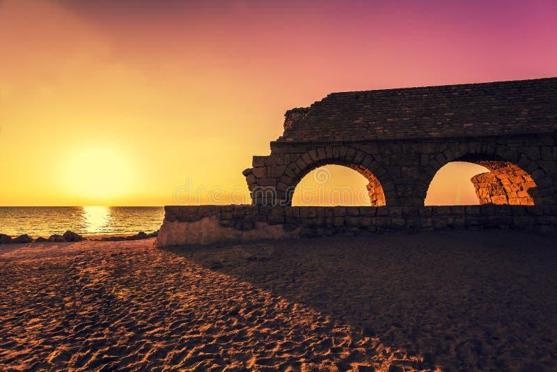 Римский мост-водовод в древнем городе Caesarea стоковое фото rf