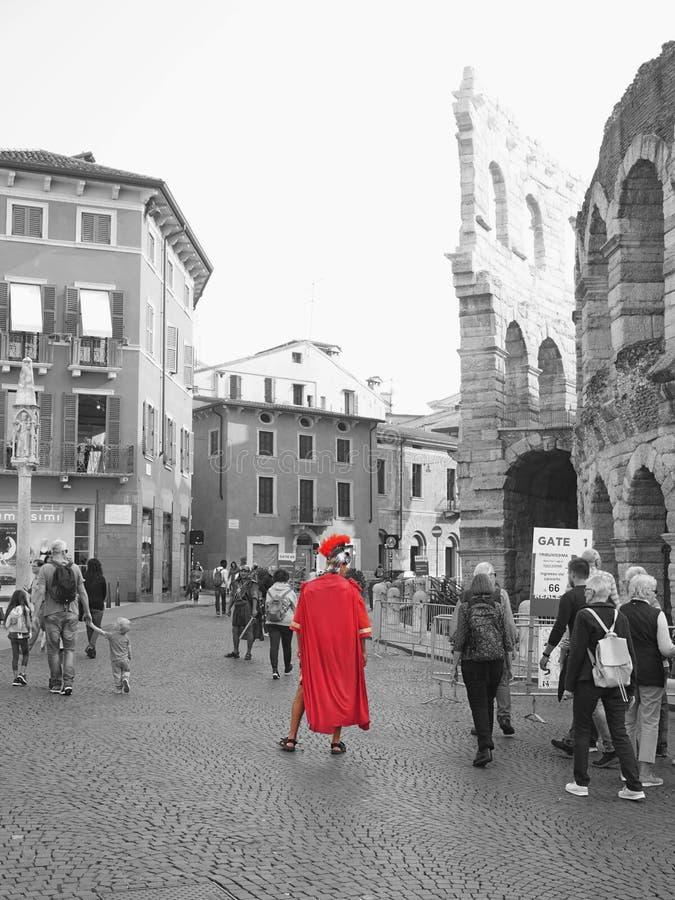 Римский солдат в бюстгальтере аркады стоковая фотография