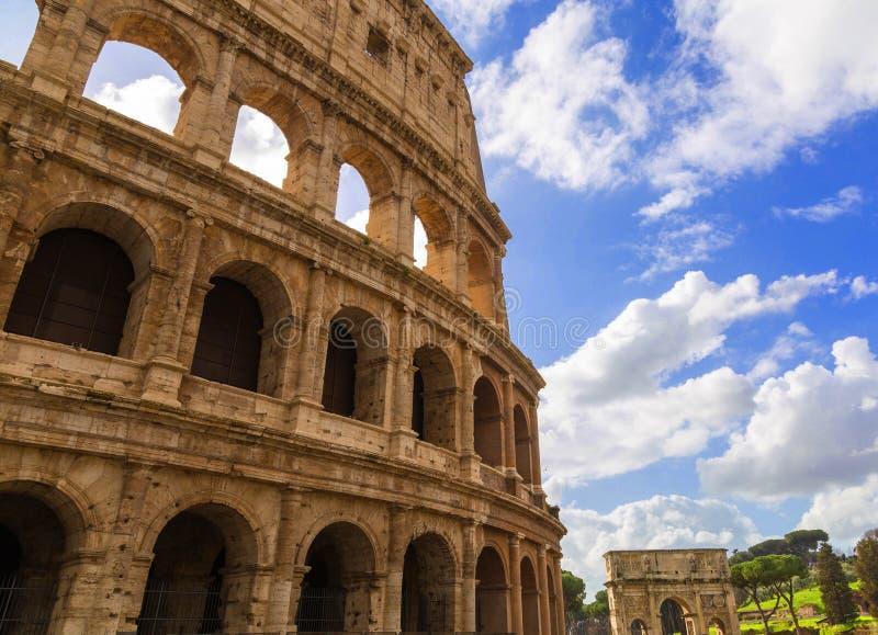 Римское Colosseum в солнечном дне стоковая фотография