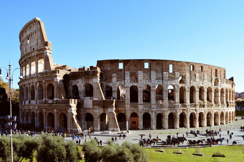 Римское Colosseum, с туристами стоковое фото rf