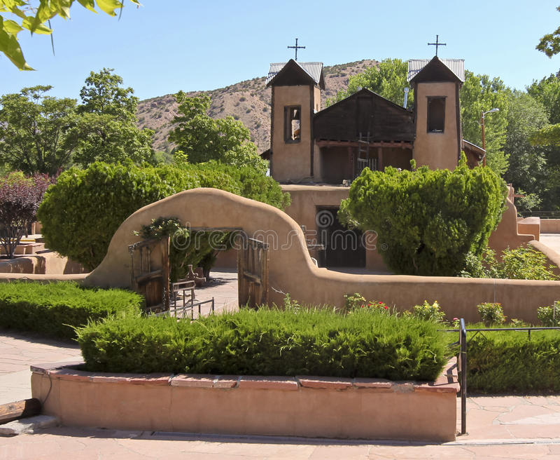 Римско-католическая церковь, El Santuario de Chimayo стоковая фотография rf