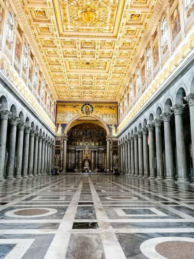 Рим, Италия, внутренний взгляд папской базилики St Paul вне стен стоковые изображения rf