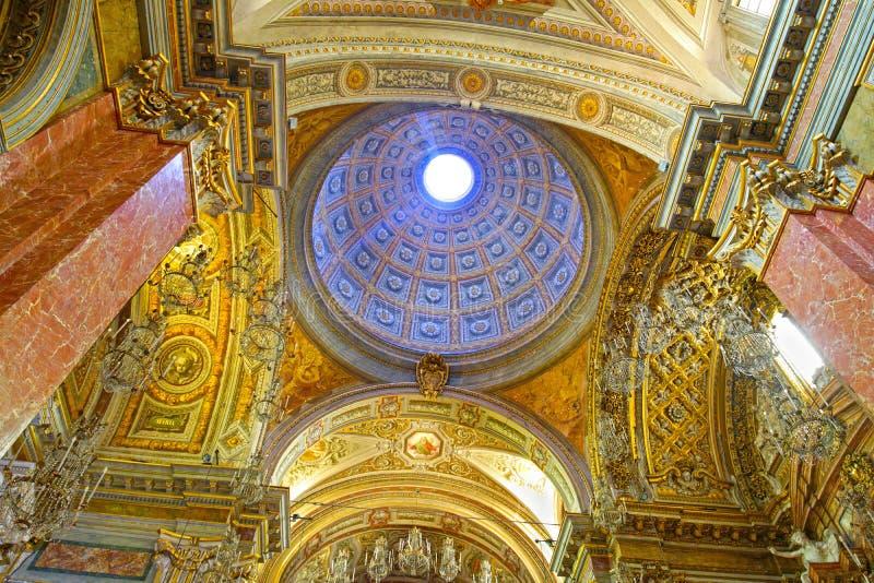 РИМ, ИТАЛИЯ - 7-ое июля 2019: Внутренний купол базилики St нашей дамы в Trastevere в Риме, Италии стоковая фотография
