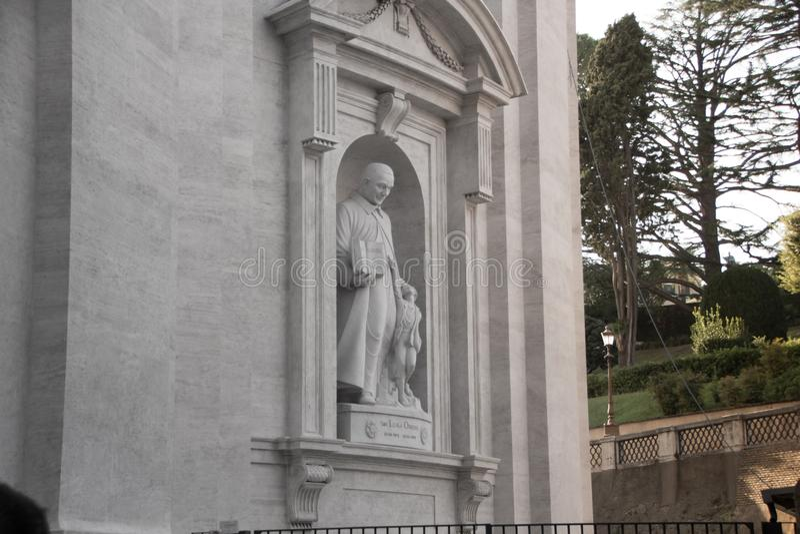 Рим, Италия - 13-ое сентября 2017: Скульптура Сан Luigi Orione, итальянского священника, в базилике ` s StPeter в Ватикане, Рим стоковое фото