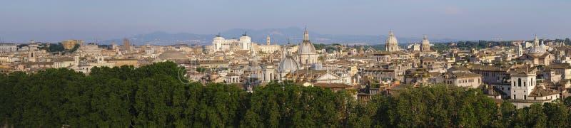 Рим, Италия - панорамный взгляд центра города Рима вдоль Тибра стоковая фотография rf