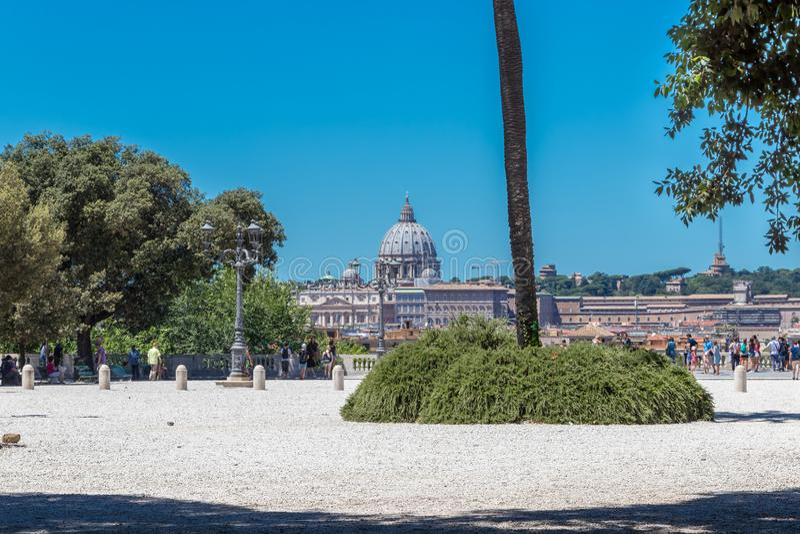 Рим, Италия - 3-ье июля 2017: Взгляд на соборе St Peter стоковое фото