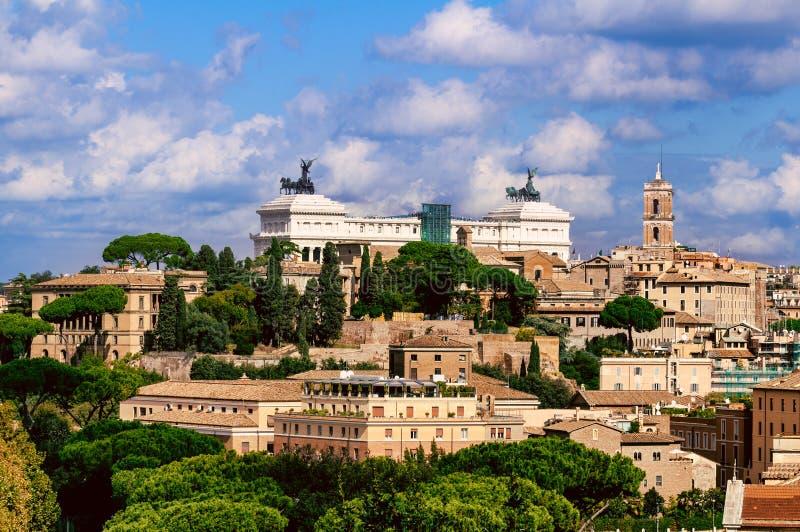 Рим и памятник Vittorio Emanuele II (отечество) алтара, Италия стоковая фотография rf