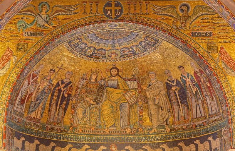 Рим - коронование мозаики девственницы от главной апсиды Santa Maria в церков Trastevere от тринадцатого века Pietro Cavallini стоковые фото