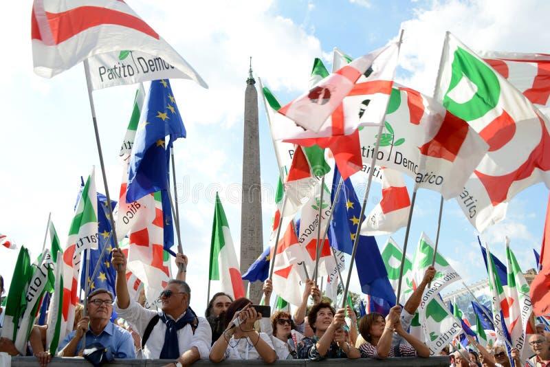 РИМ - 30-ое сентября 2018: Demostrators и флаги стоковая фотография rf