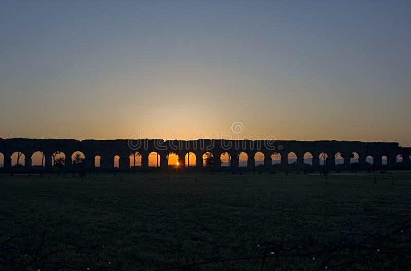 Рим: Парк мост-водоводов на восходе солнца стоковые фотографии rf