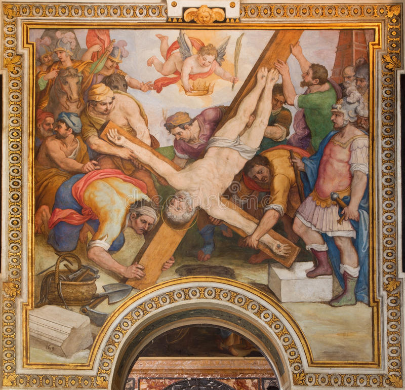 Рим - распятие фрески St Peter g B Ricci от 16 цент в di Santa Maria Chiesa церков в Transpontina стоковое изображение rf
