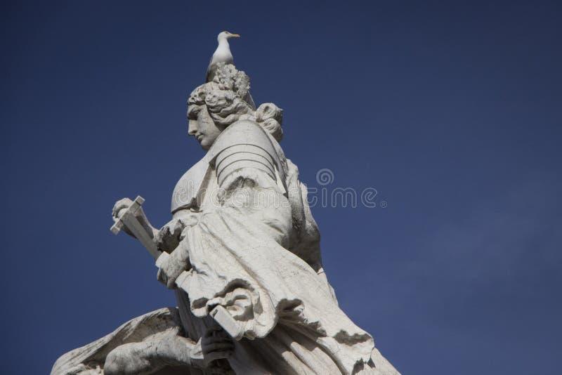 Рим, статуя в аркаде Venezia стоковые фотографии rf