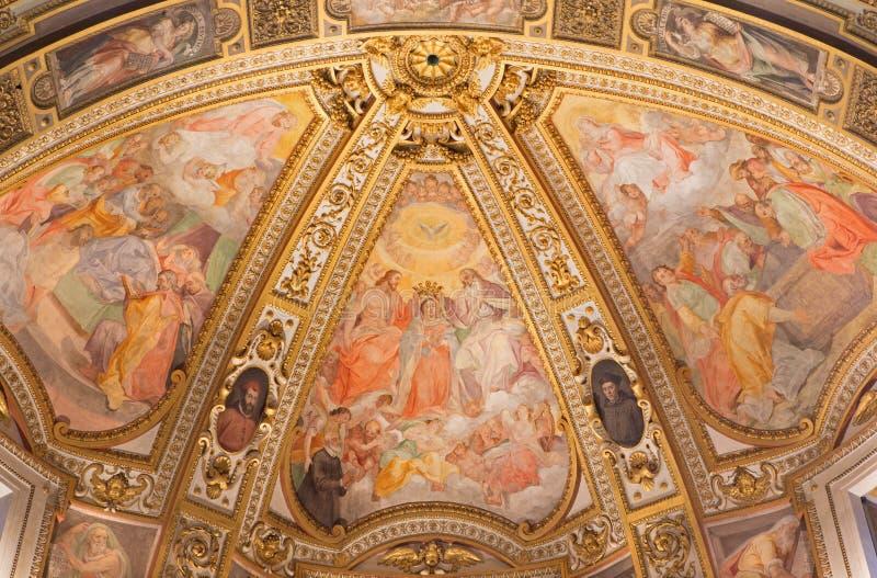 Рим - фреска в бортовой апсиде al Corso Chiesa San Marcello церков Коронование, Dormition и предположение девой марии стоковое фото