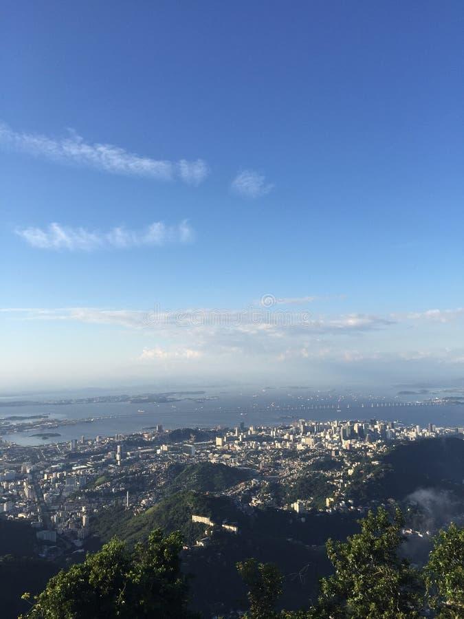 Рио-де-Жанейро, пляж Botafogo, небо, вода, дневное время, атмосфера стоковое изображение