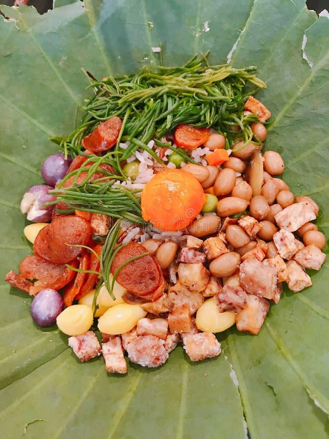 Рис обернутый в лист лотоса стоковая фотография rf