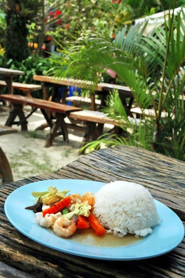 Рис с морепродуктами и овощами стоковое фото rf