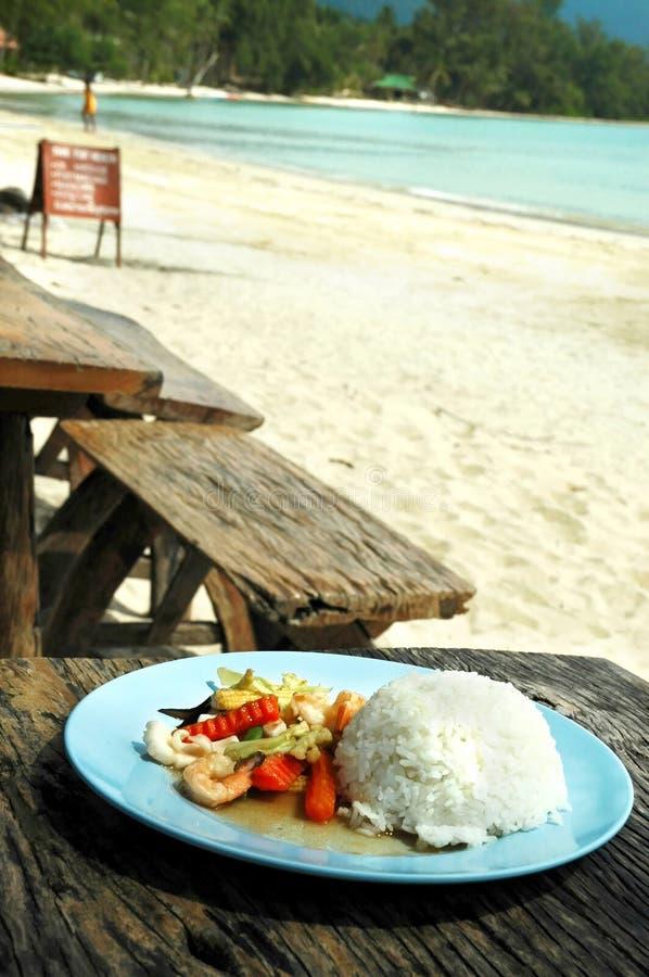 Рис с морепродуктами и овощами стоковое изображение rf