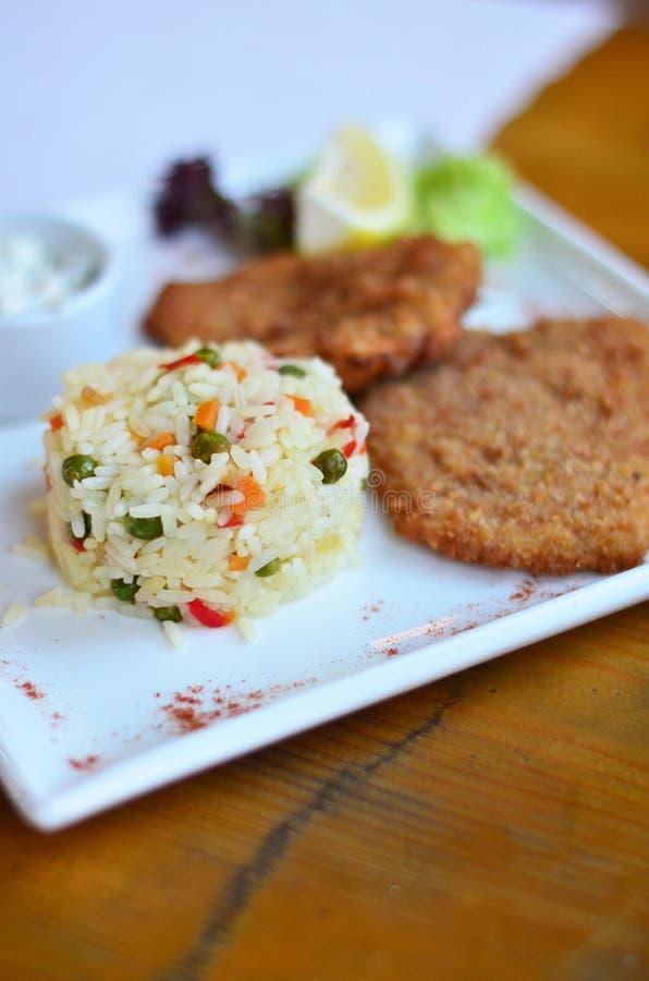 Рис с овощами с частью рыб стоковые изображения rf