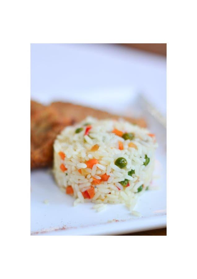 Рис с овощами с частью рыб стоковые фотографии rf