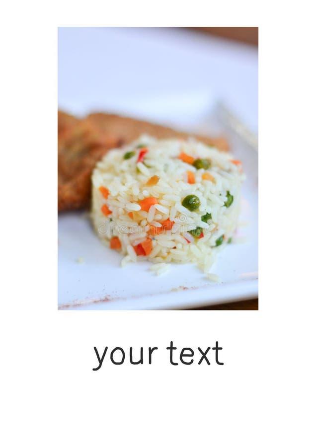Рис с овощами с частью рыб с текстом стоковые изображения rf
