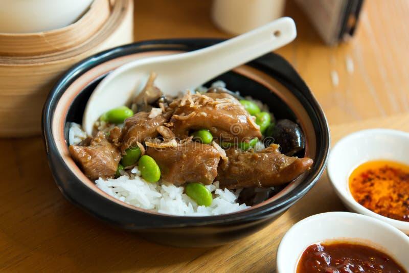 Рис цыпленка claypot чилей стоковые изображения rf