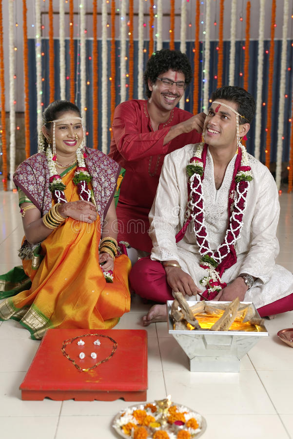 Ритуалы в индийской индусской свадьбе стоковые изображения