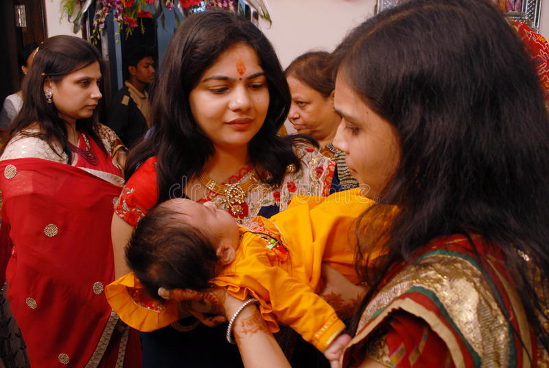 Ритуалы Annaprashana стоковая фотография rf