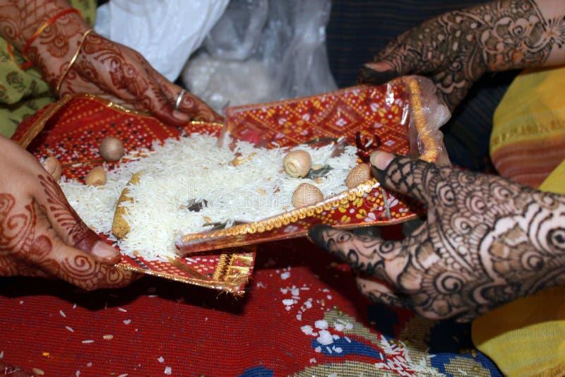 ритуальное венчание стоковые фото