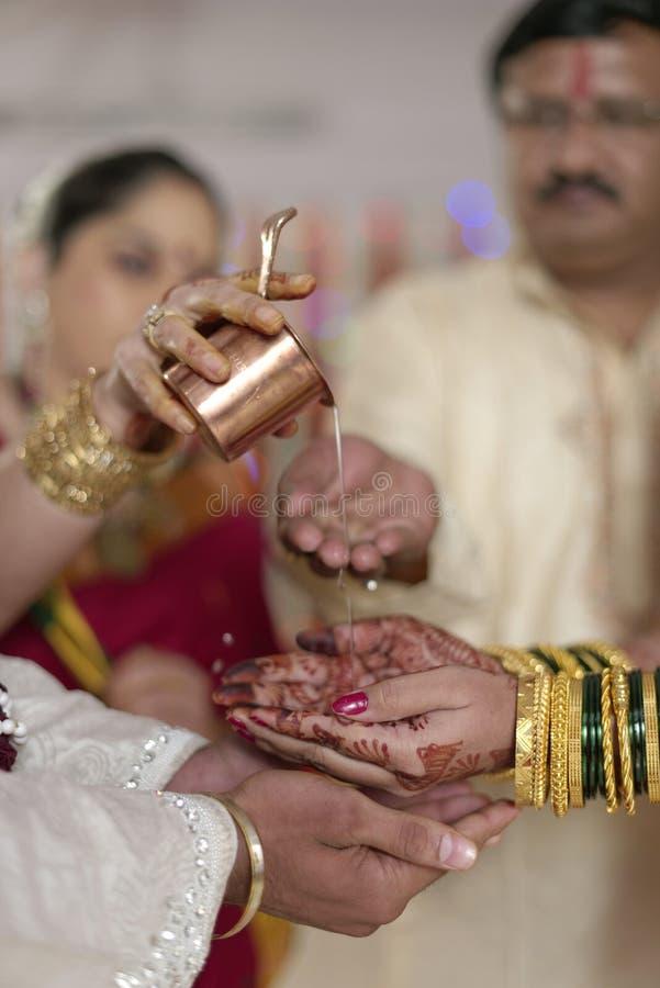 Ритуал Kanya Daan в индийской индусской свадьбе стоковая фотография