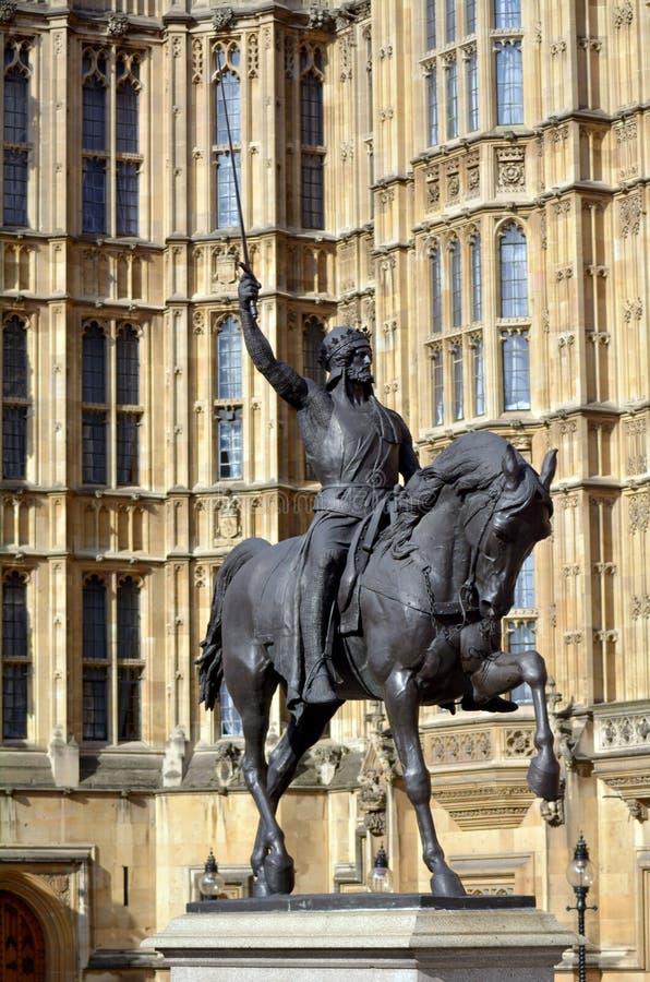 Ричард Lionheart, статуя английского короля перед Westminste стоковое фото