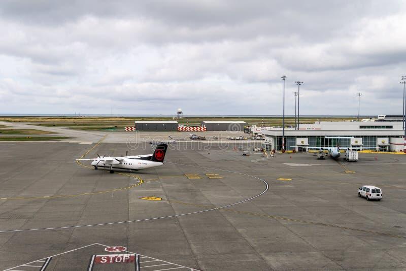 РИЧМОНД, КАНАДА - 14-ое сентября 2018: Занятая жизнь на воздушных судн и грузе международного аэропорта Ванкувера стоковые фотографии rf