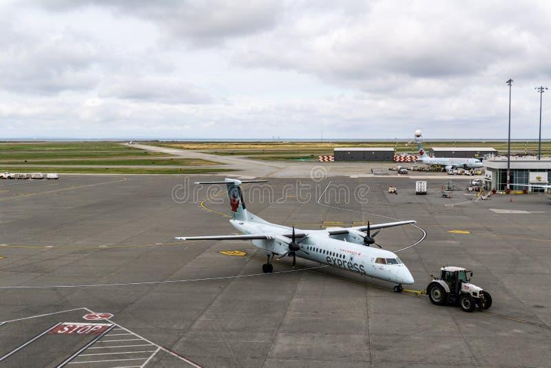 РИЧМОНД, КАНАДА - 14-ое сентября 2018: Занятая жизнь на воздушных судн и грузе международного аэропорта Ванкувера стоковое фото rf