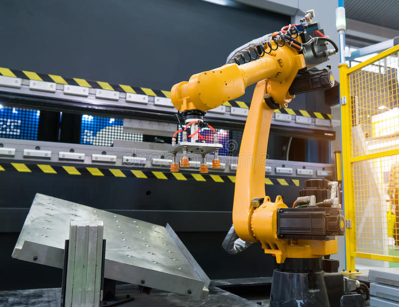 робототехнический механический инструмент руки на промышленной фабрике стоковая фотография
