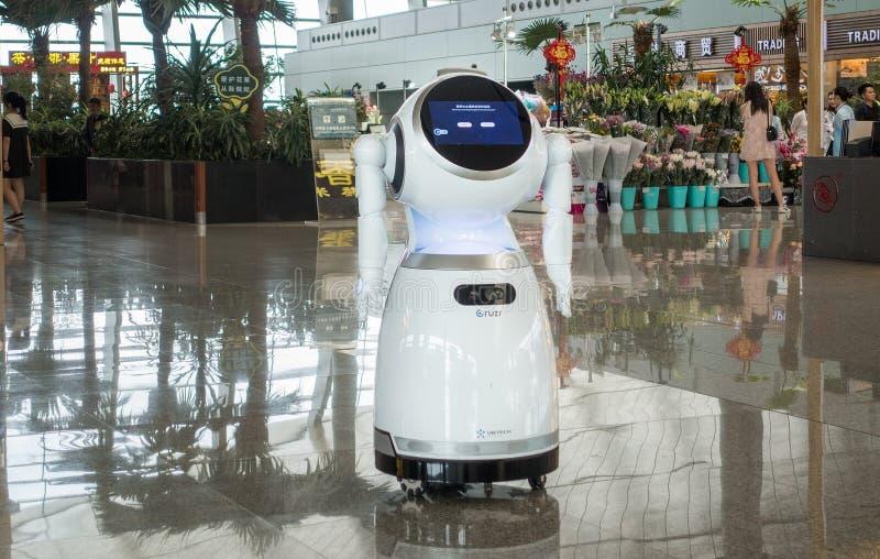 Роботы в крупном аэропорте стоковые фото