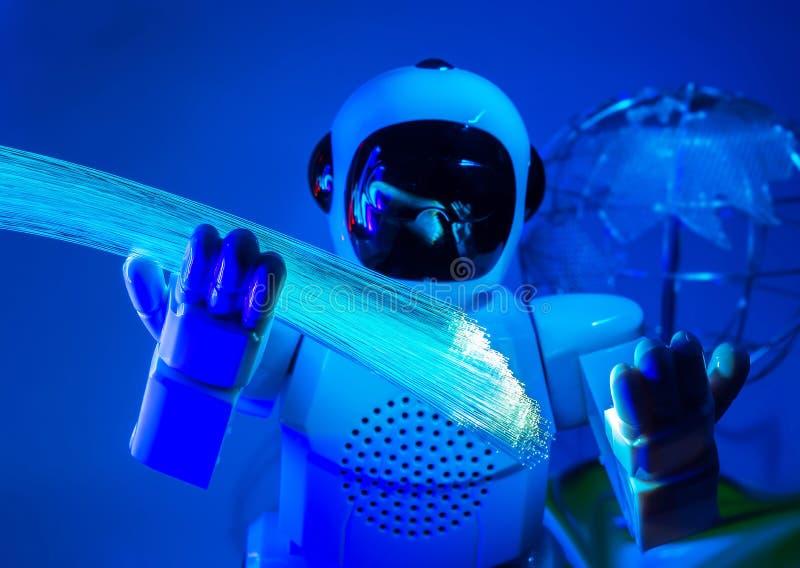 Робот и оптическое волокно стоковая фотография