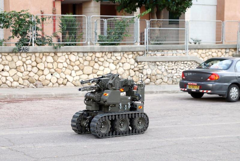 Робот обезвреживания неразорвавшихся бомб войск или полиции стоковое фото rf