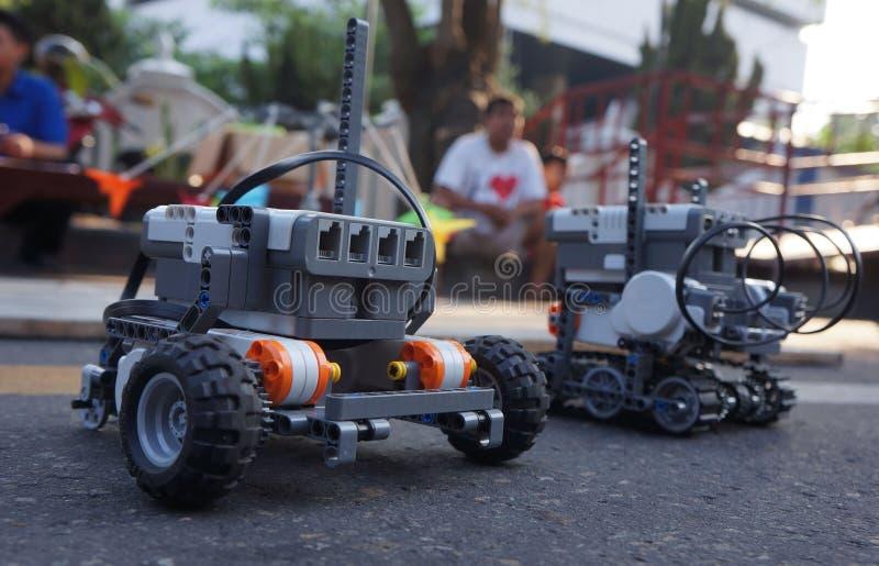 Download Робот редакционное изображение. изображение насчитывающей энтузиасты - 40588165