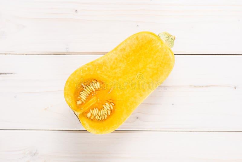 Ровная груша сформировала оранжевое waltham сквоша butternut на серой древесине стоковые фото