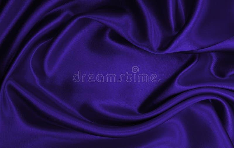 Ровная элегантная текстура ткани шелка или сатинировки сирени роскошная как абстрактная предпосылка Роскошный дизайн предпосылки стоковые изображения
