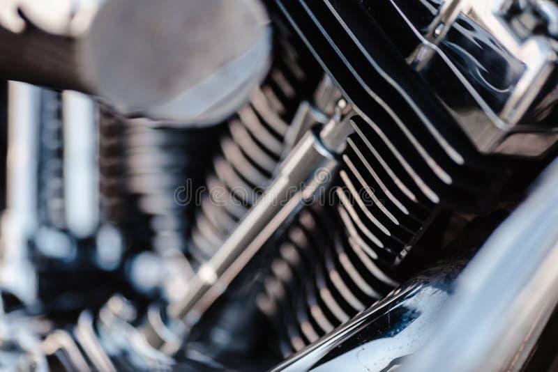 Ровне, Украина - 23 сентября 2019 года: Деталь мотоцикла Харли-Дэвидсон Выхлопные трубы двигателя мотоциклов Закрыть клем стоковое фото