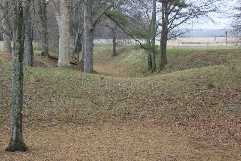 Ров вокруг насыпей Etowah стоковое изображение rf